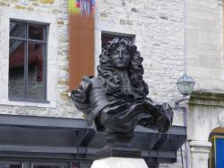 Place Royale - Buste du Roi-Soleil